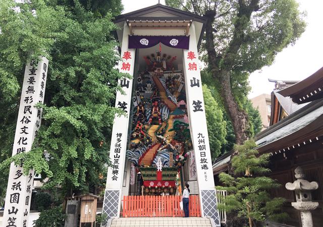 櫛田神社で飾り山笠 公開「コロナ退治」の願いを込めて表に加藤清正の虎退治、裏には桃太郎の鬼退治の飾りつけ