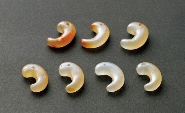 瑪瑙(メノウ)製勾玉 新沢千塚500号墳 古墳前期 橿考博蔵