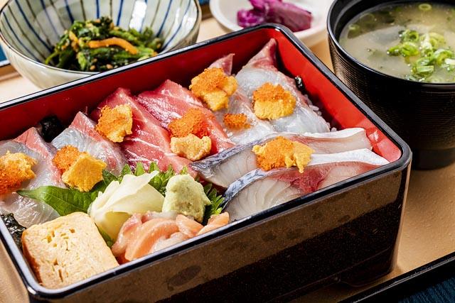 博多海鮮御膳 1590円(税別)