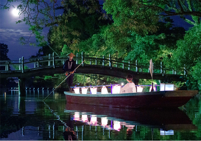 舟の上で優雅なお月見!1日2組限定の特別な宿泊プランを販売開始