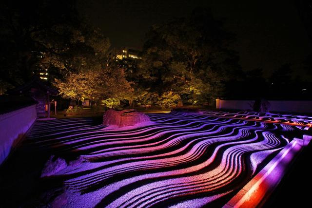 福岡市役所で「博多灯明ウォッチング」×「博多旧市街ライトアップウォーク」特別展を開催