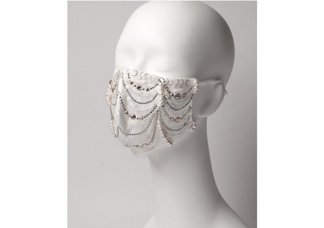 ダイヤモンドとパールを使用した100万円のファッションマスクを発売!