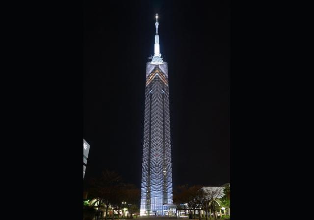 新たな年に希望を込めて、福岡タワー「ホワイトイルミネーション」を点灯