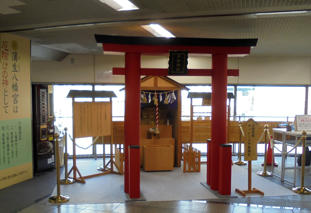 がんばれ受験生!北九州モノレール「平和通駅北口」コンコースに平和神社を設置