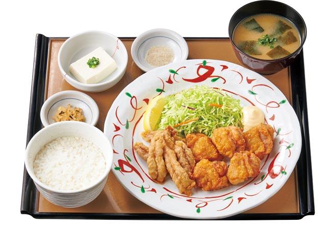 やよい軒、から揚げに新ラインナップ「せせりと鶏もものから揚げ定食」と「鉄板餃子とから揚げの定食」発売へ