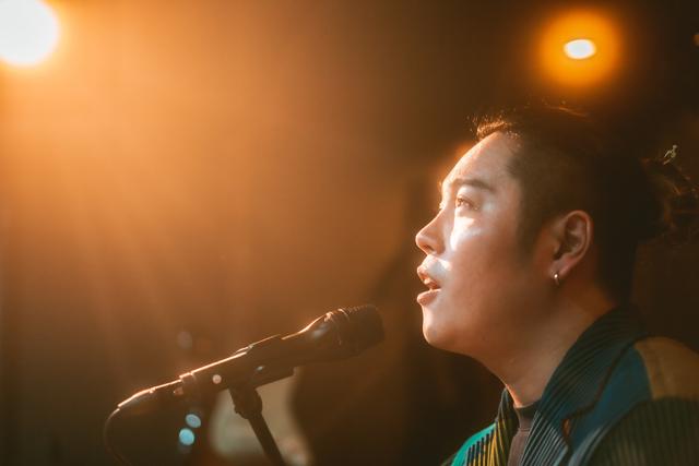 シンガーソングライター天道清貴さんが毎日届ける YouTube 生配信ライブ『歌のレストラン』が6月3日、365回目の配信へ