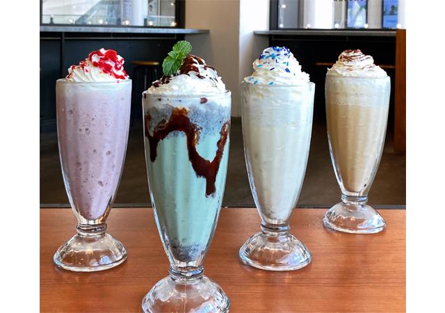 夏限定の「SHAKE」4種類に「ティラミスコーヒーゼリー 」がゴールデンブラウンに登場!