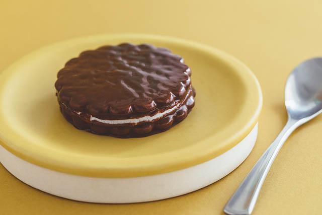 発売60周年&リニューアルの「森永エンゼルパイ」が新しい食べ方を提案、その名も「温めエンゼルパイ」