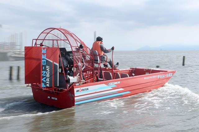 消防車のモリタ、福岡県・有明海沿岸での救助用エアボート干潟走行ムービーを公開