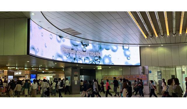 西鉄福岡(天神)駅に14メートル超の九州最大級LEDビジョン「プレミアムスクリーンTENJIN」が登場